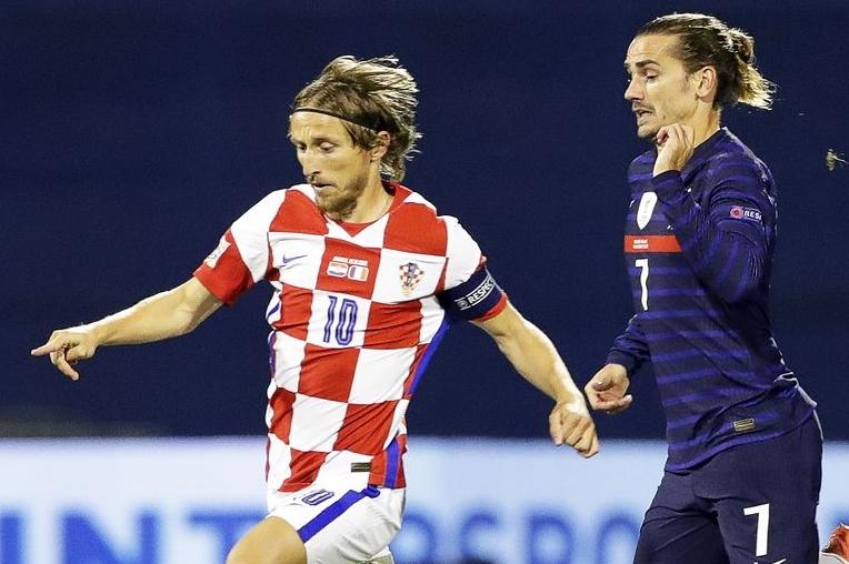 Soccer-Antoine-Griezmann-Kylian-Mbappe-lead-France-over-Croatia